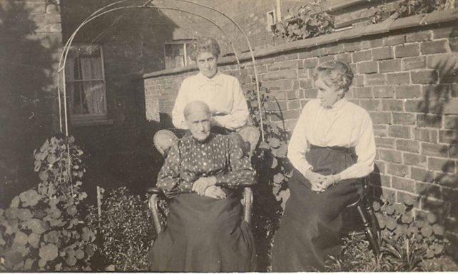 Roger Holdom's Gt Gt Grandmother & Sisters