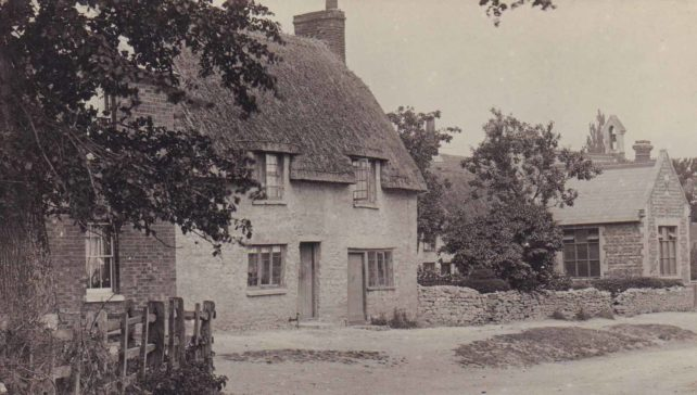 Thatched cottages in Great Linford High Street