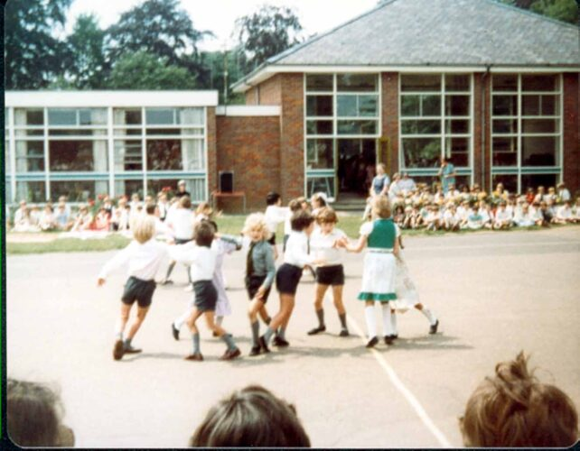 Country Dancing, Infants, dancing in fours - 1980