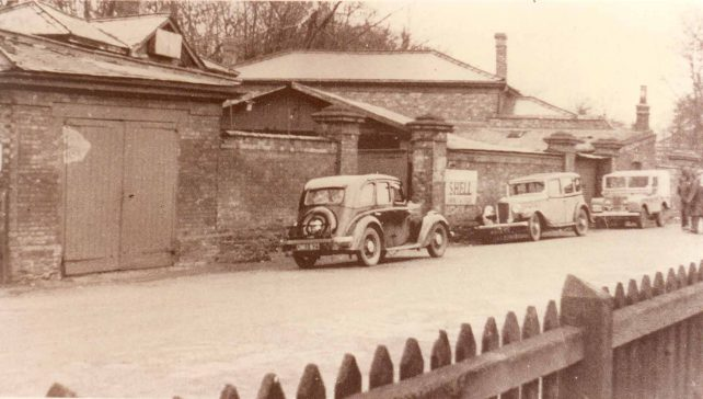Hands Garage, Station Approach, Bletchley