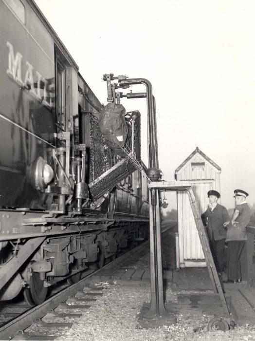 Royal Mail train pick-up gantry