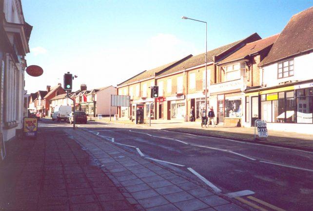 Aylesbury St. Fenny Stratford - the new pedestrian crossing