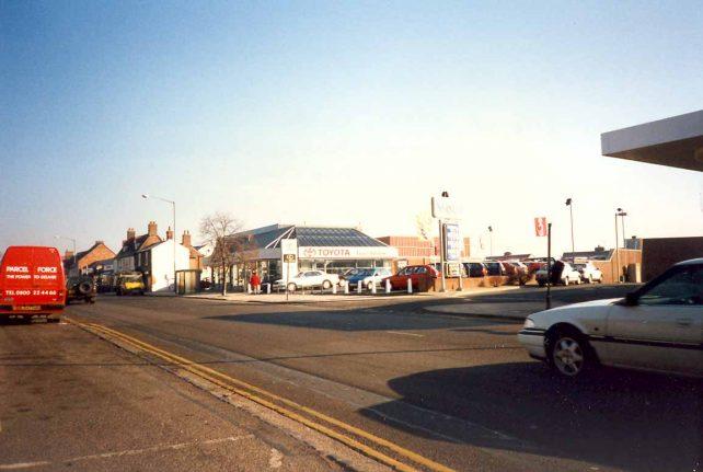Aylesbury St. Fenny Stratford - Toyota car dealer
