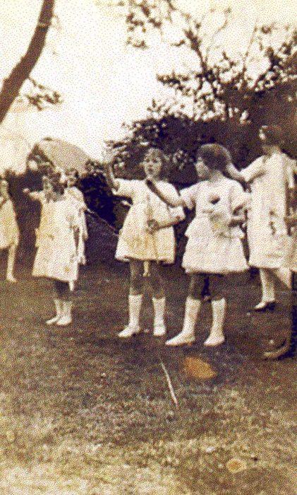 Bletchley Rd. School, Maypole dancers