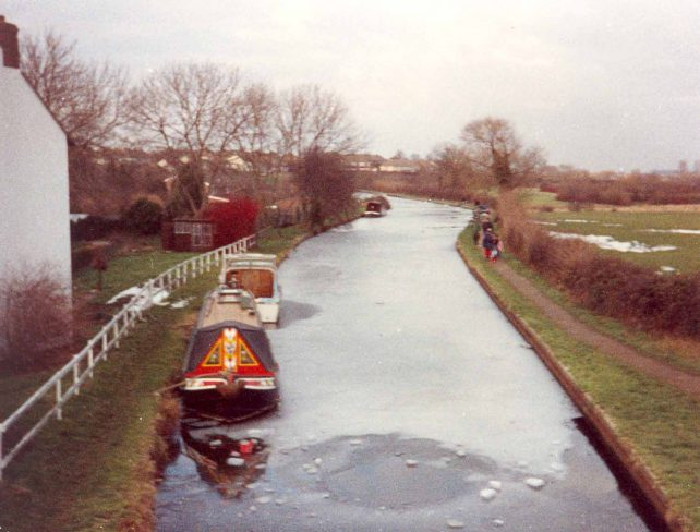 Grand Union Canal, frozen