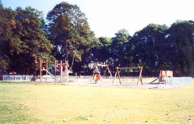 Leon recreation ground play park